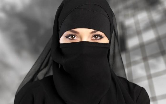 سعودية تتحدى أهلها وتتزوج من أجنبي عن حب.. فيفاجئها ويصدمها بهذا الأمر!