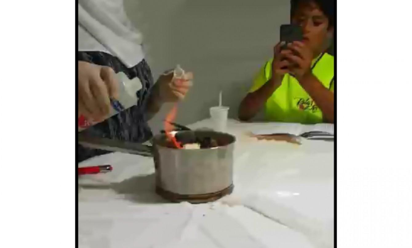 بالفيديو | تجربة كيميائية فاشلة في مركز للفنون في بيروت....المعلمة مشغولة بهاتفها ووضعت