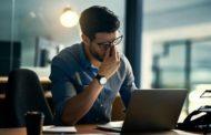 تمرين بسيط لتخليص العين من إجهاد الجلوس لفترات طويلة أمام الكمبيوتر
